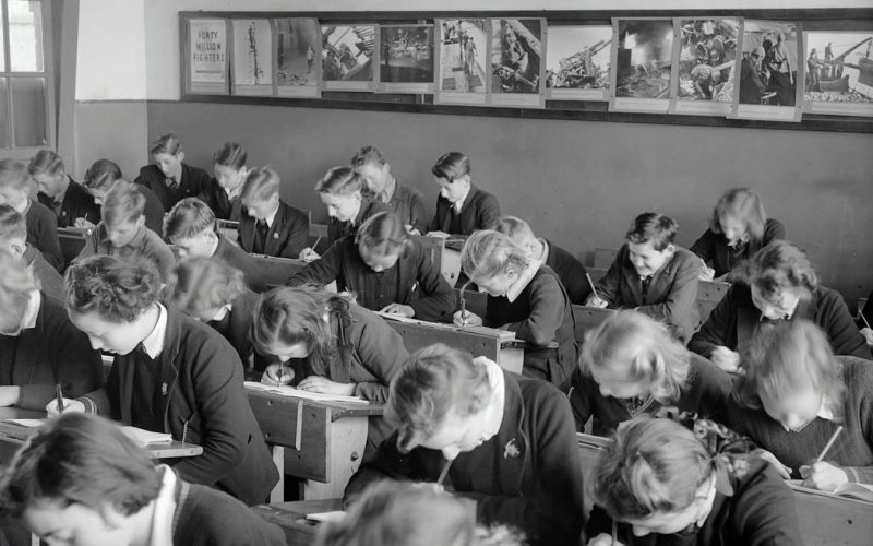 Quy định về các hành vi giáo viên và học sinh trung học không được làm